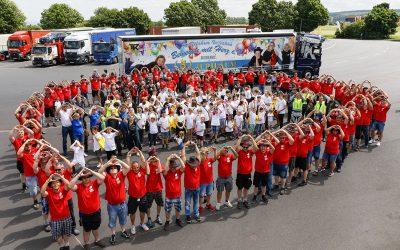 Lkw-Fahrer zeigen großes Herz für kleine Kinder